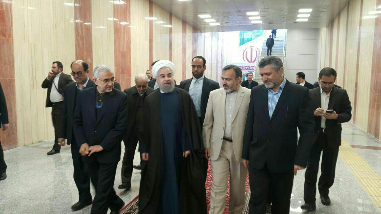 حضور رئیس جمهور در مشهد و قطاری که سیاست می برد!